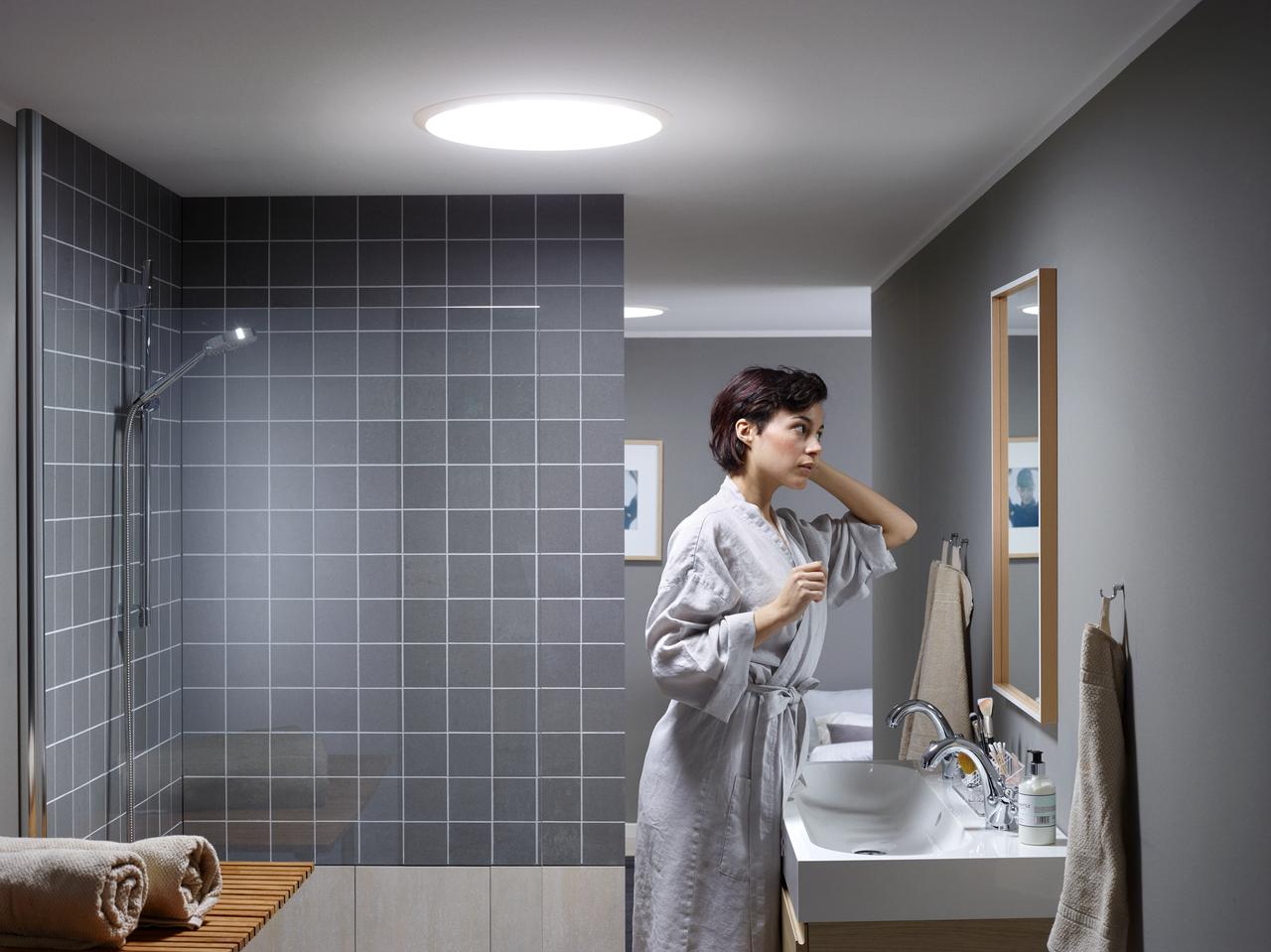 Cr er un puit de lumi re velux dans une salle de bain a ciel ouvert - Lumiere dans salle de bain ...